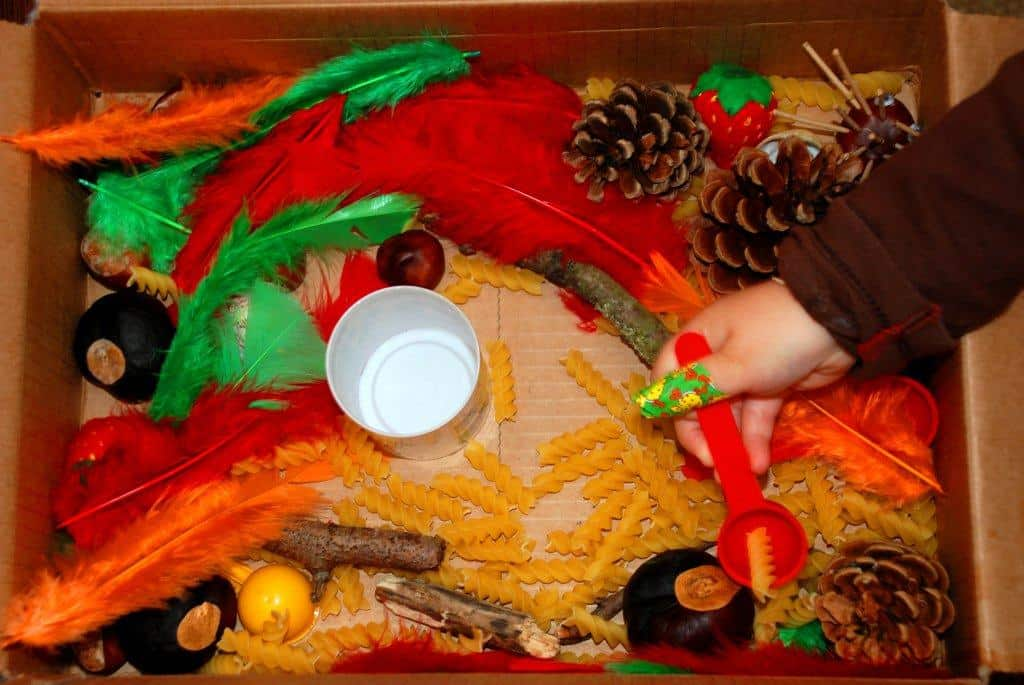 instructions how to make a sensory box for preschoolers